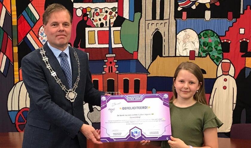 <p>&nbsp;Burgemeester Walraven bedankte DiTaky voor haar inzet en gaf haar een dik compliment!</p>