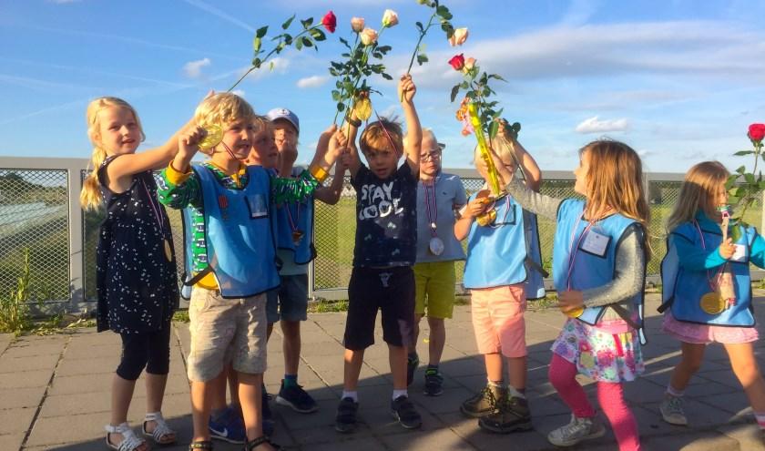 In 2017 kregen deelnemers van de Avondvierdaagse rozen in plaats van gladiolen. (Foto: archief/Astrid Nielsen)