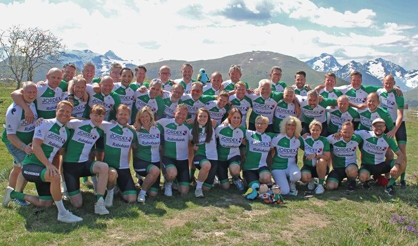 De 36 teamleden van Rotterdam Fund Racers, met onder andere de Berkelse bestuursleden Norbert de Boer en Lars van den Broek.