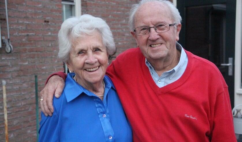 <p>Jan en Coby kregen verkering toen ze achttien en negentien oud waren. 73 jaar later zijn ze nog steeds gek op elkaar.</p>