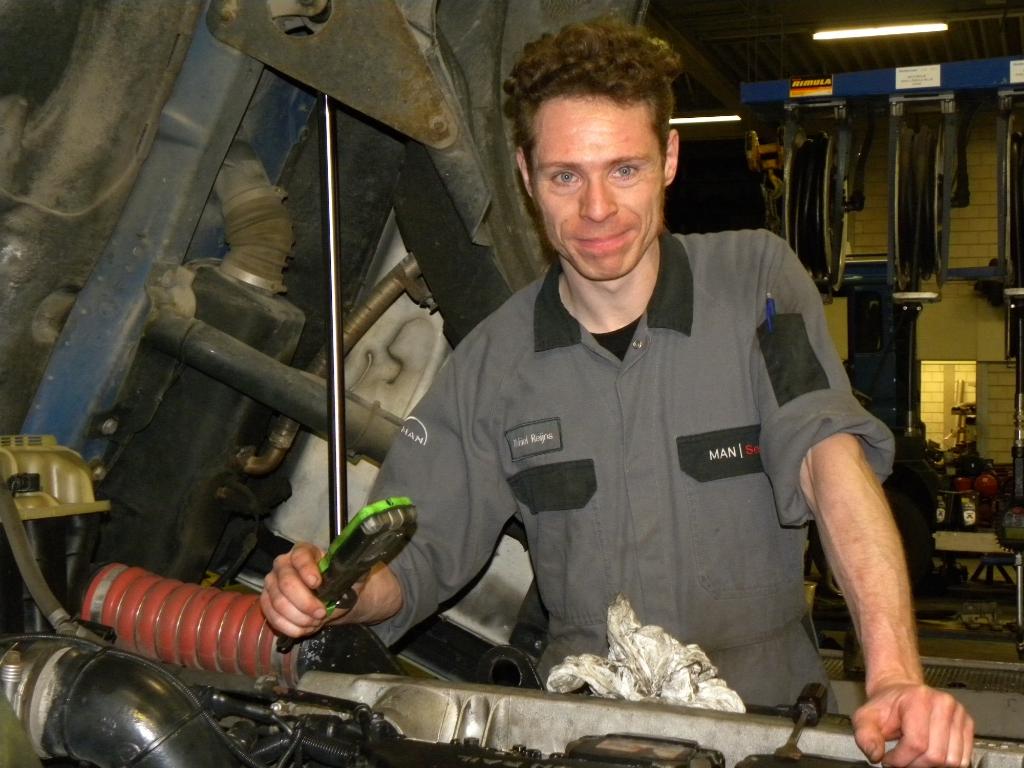 Voor Michiel is het sleutelen niet alleen werk, maar ook zijn grootste hobby.  © hartvanlansingerland