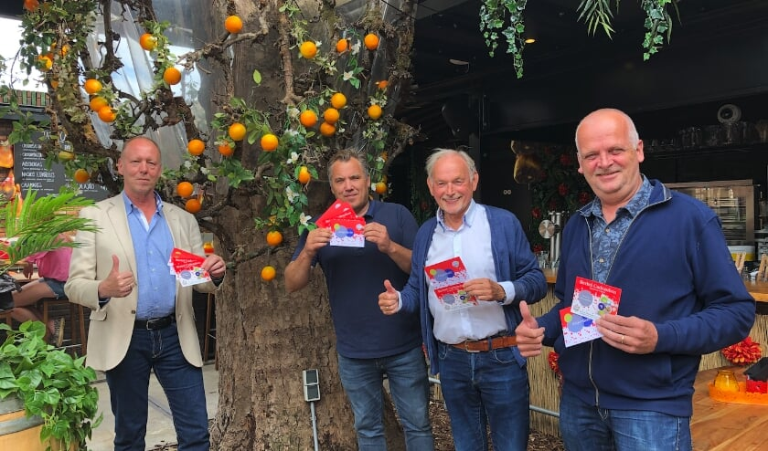 Bestuursleden van Berkel Centrum raden de bon van harte aan. V.l.n.r.: Ronald F. Vedder, Robbert van Atten, Frits Heel en Ed Neelis.