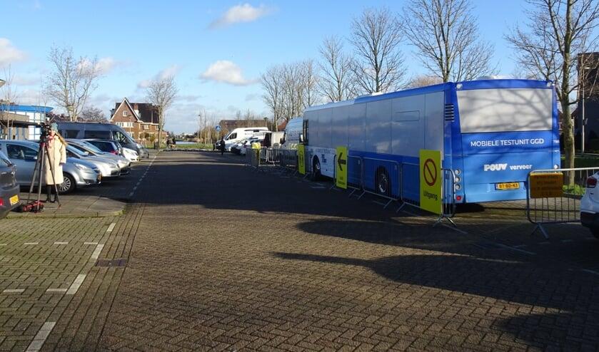 <p>De mobiele testlocatie bij de Ackers in Bergschenhoek. (Foto: Twitter/@PvdA_LL)&nbsp;</p>