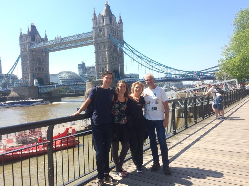 <p>Het gezin tijdens een uitje in Londen.</p>  © hartvanlansingerland