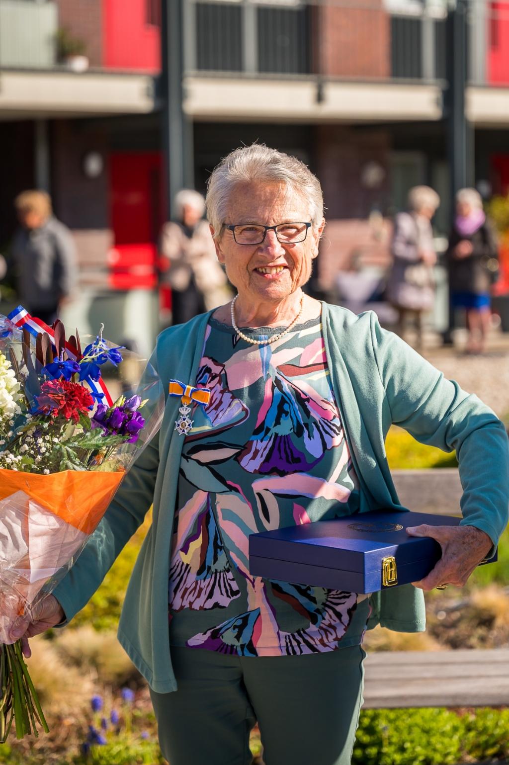 <p>Mevrouw Westerbroek uit Bergschenhoek is onder meer al ruim dertig jaar actief in het bestuur van de Hervormde kerk. (Foto: Ariane Kok)</p> Ariane Kok © hartvanlansingerland