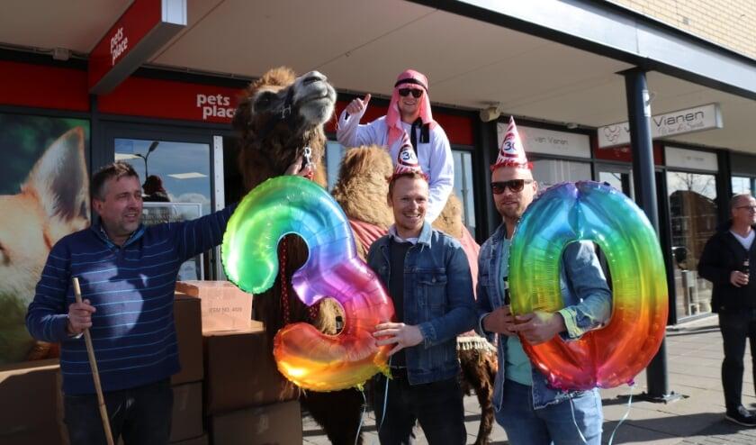 <p>Zelfs bij Pet&#39;s Place mocht de kameel niet naar binnen. (Foto: Spa Media)</p>