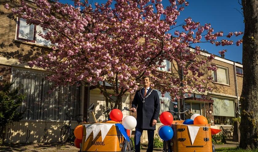 <p>Burgemeester Van de Stadt trok er maandag per bakfiets op uit. (Foto&#39;s: Ariane Kok)</p>