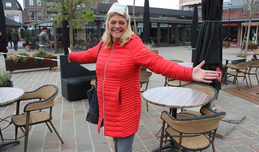 <p>Nicole Koeleman van Maison Sjokola in Berkel Centrum blijft positief en hoopt dat het een zomer wordt met een verantwoord vol en bovenal gezellig terras. Maison Sjokola is er in ieder geval klaar voor.</p>