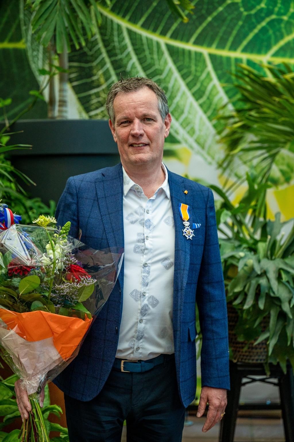 <p>De heer Van der Meij, directeur Royal Lemkes en woonachtig in Rijnsburg, is nu Ridder in de Orde van Oranje-Nassau. (Foto: Ariane Kok)</p> Ariane Kok © hartvanlansingerland
