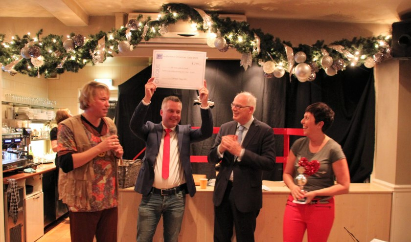 Viktor Steijger van Optimaal Talent met echtpaar Sander en Mariëlle Zuidgeest en burgemeester Jan van Belzen.