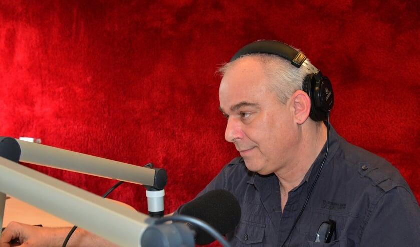 Paul Wols in zijn thuisstudio (foto Elly Domenie)