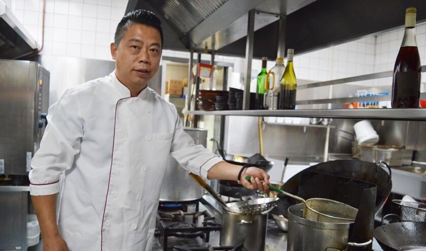 Long-Qin Zhou telt al af voor de grote wedstrijd in Ahoy