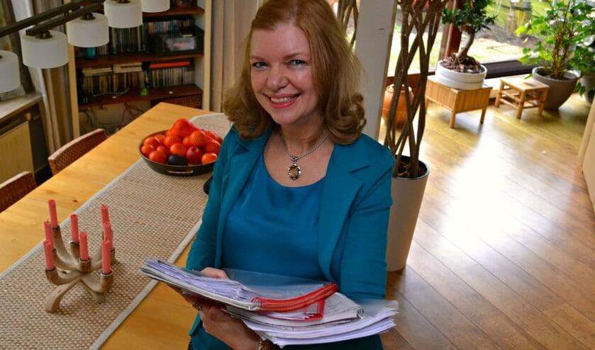 Esther Vermeulen: 'Voor elk boek heb ik wel één of twee ordners vol aantekeningen'.