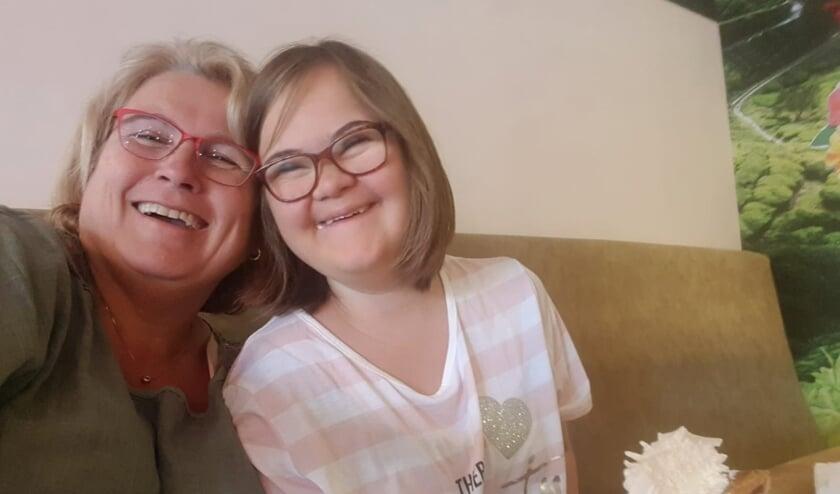 <p>Marianne Kleinjan met dochter Linde.</p>