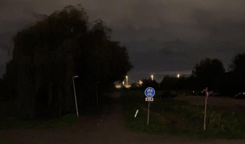 <p>Buitenkansje voor overvallers: fietspad zonder licht.</p>