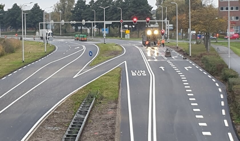 <p>Met het onderhoud maakte het waterschap de Rotterdamseweg dit jaar ook veiliger</p>