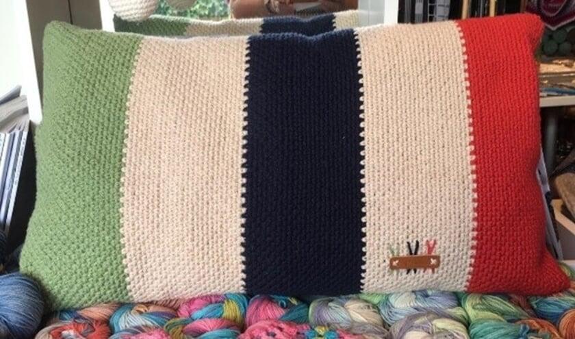 Een voorbeeld van een kussen dat gemaakt kan worden met een kant-en-klaar pakket