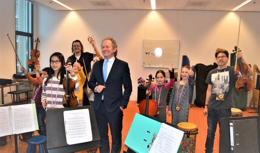 Wethouder Japenga eerder dit jaar een repetitie van het jeugdorkest