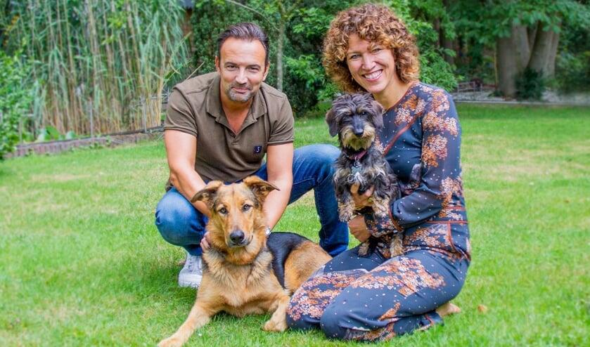 Radio 10-dj Gerad Ekdom en zijn sidekick Evelien de Bruijn zijn weer op zoek naar de leukte hond van Nederland