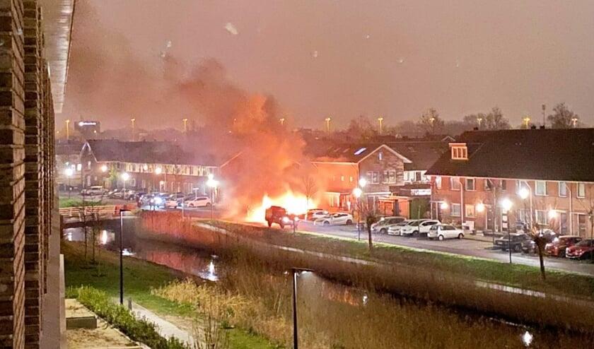 <p>De autobrand bij de Vrijenburglaan.</p>