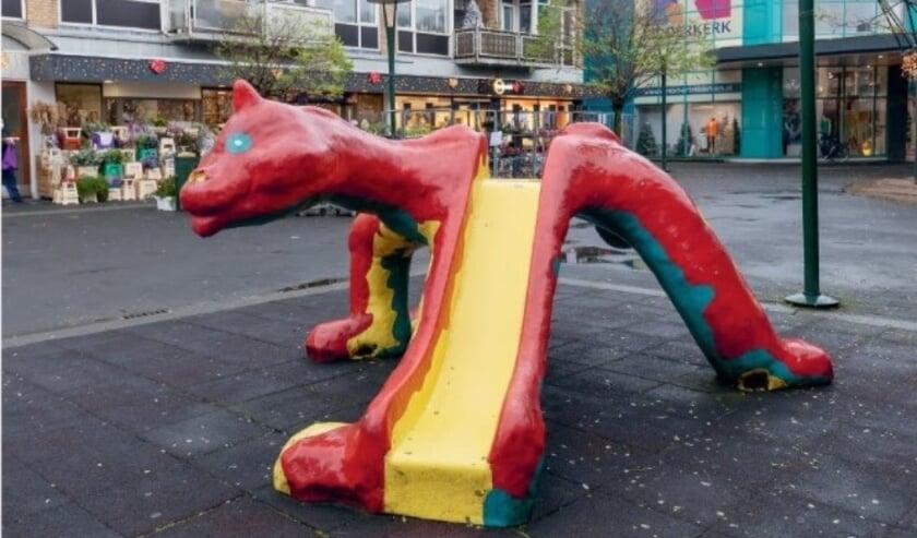 <p>De draak van het Sint Jorisplein gaat na dertig jaar ten onder, want de herkenbare glijbaan is niet meer veilig.&nbsp;</p>