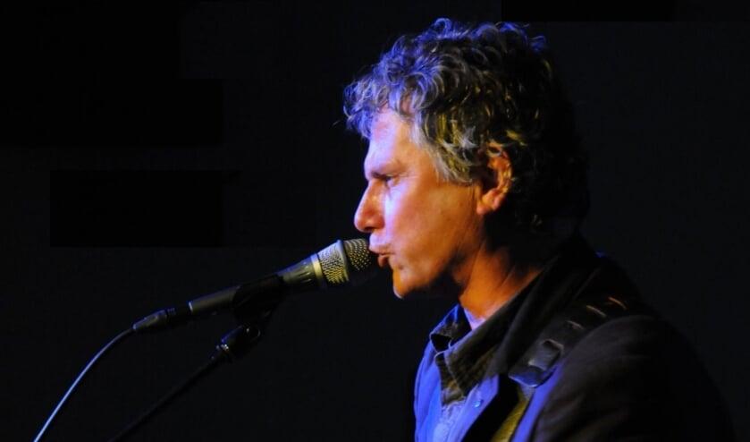 <p>Wim Bevelander zingt zondag in de Levensbron Ridderkerk.&nbsp;</p>