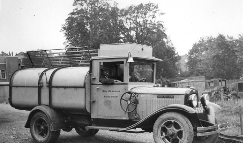 <p>En zo zag de eerste Ridderkerkse vuilnisauto eruit.&nbsp;</p>