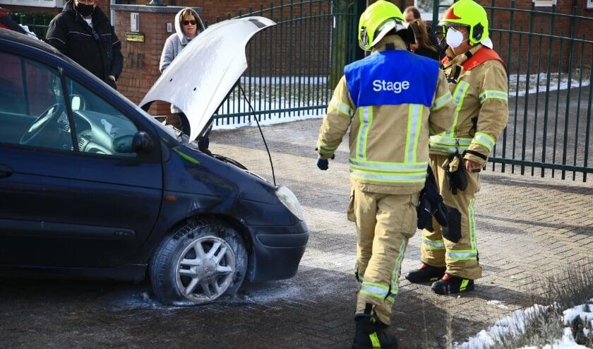 <p>De auto kon helaas niet verder rijden nadat de brand was geblust.&nbsp;</p>