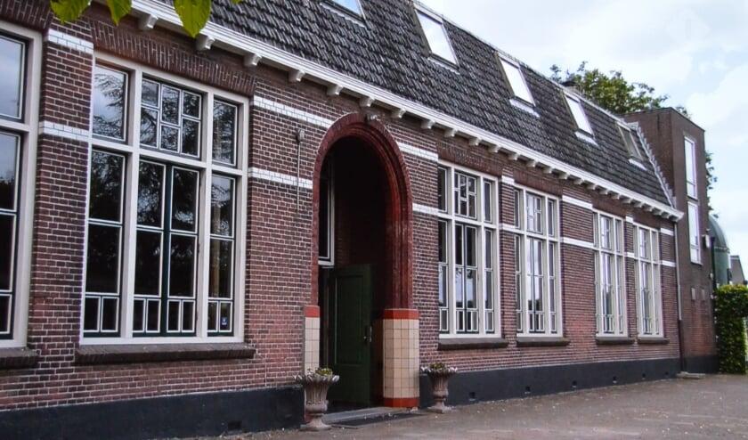 <p>De entree van de school waar in 1940 de capitulatie werd getekend.</p>