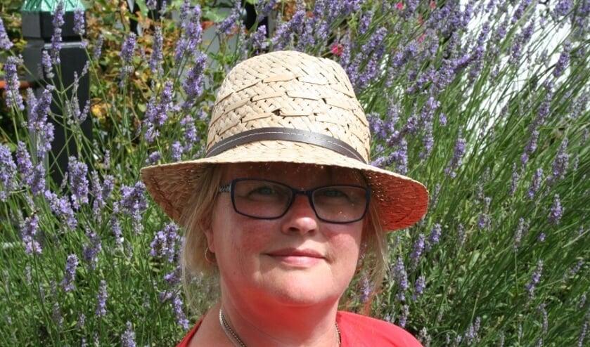 """<p>Karin Noordzij mist de fysieke yoga-lessen.</p>  """"></p>    <p>Karin Noordzij mist de fysieke yoga-lessen.(Foto: )</p>    <h1>Yoga binnenkort weer buiten?<a rel="""