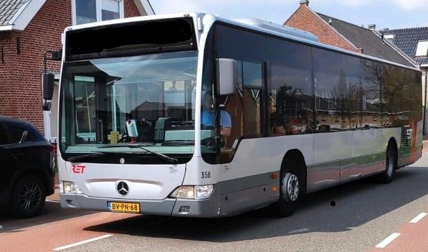 <p>De grote bus verving de achtpersoons buurtbus.</p>