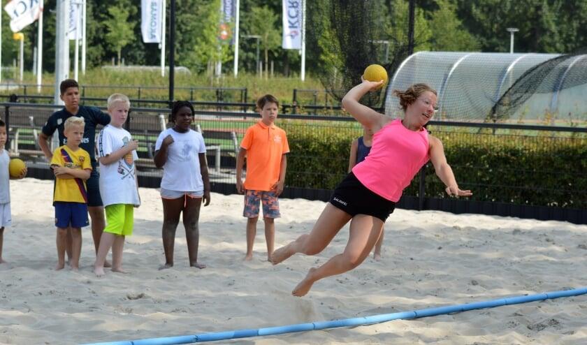 <p>Naast de leden zijn ook andere Ridderkerkse kinderen van harte welkom om kennis te maken met beachhandbal. </p>