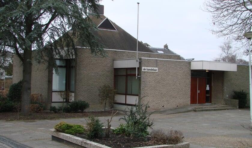 <p>Hergebruik van een kerkgebouw: in de Kandelaar is nu een tandarts gevestigd. De foto is gemaakt toen het nog een kerk was.</p>