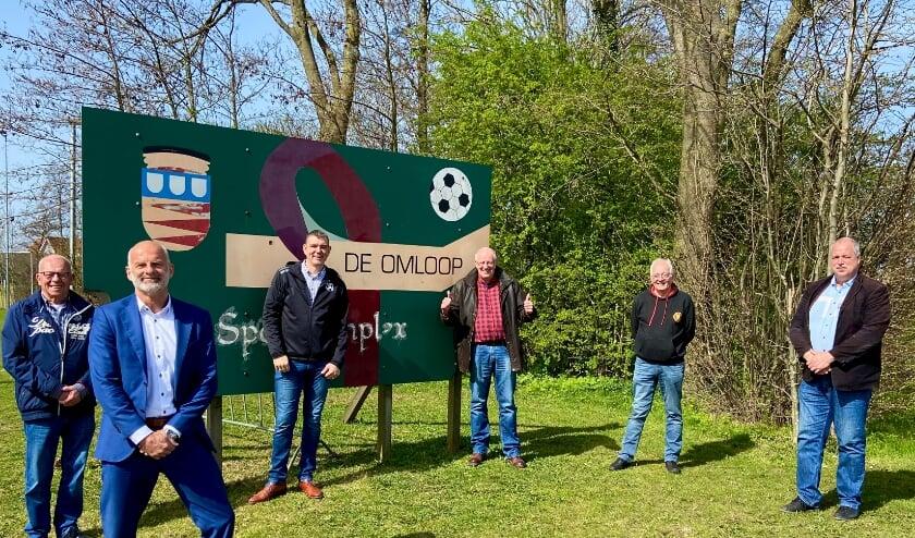 <p>Martin van de Grind (WCR), Ronald Schneider (wethouder wonen), Marco van Wassenaar (vv Rhoon), Peter Stoel (de Volharding), John Harmsen ( &rsquo;t Trefpunt), Martijn Heezen (wethouder Sport)</p>