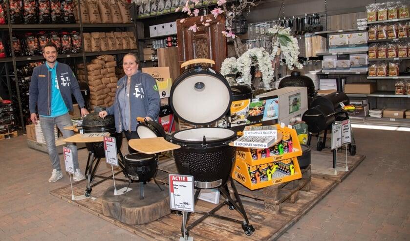 <p>Maarten en Chantal zijn trots op de ruime barbecue afdeling. </p>