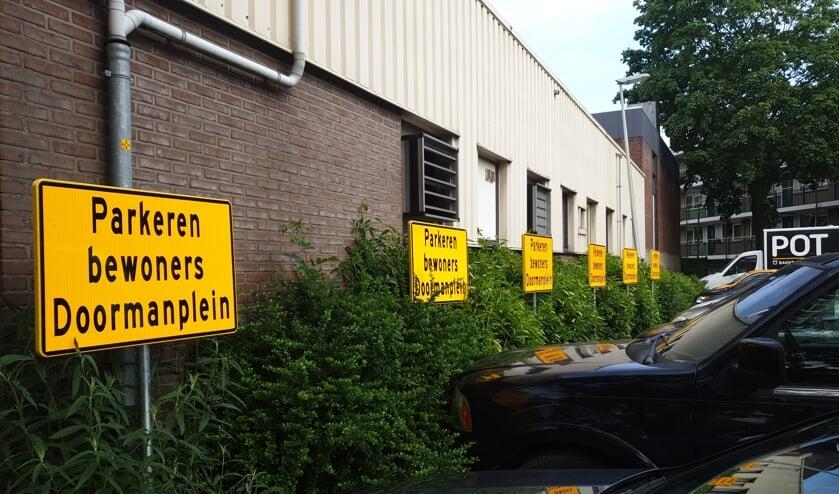 <p>De gereserveerde parkeerplaatsen.&nbsp;</p>