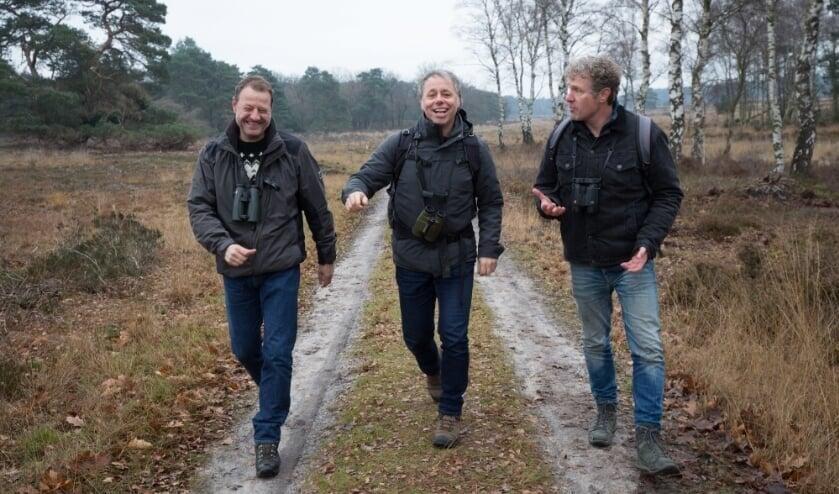 <p>Luc Hoogenstein, Mark Zekhuis en Louis van Oort, de schrijvers van het boek, op pad in de natuur. </p>