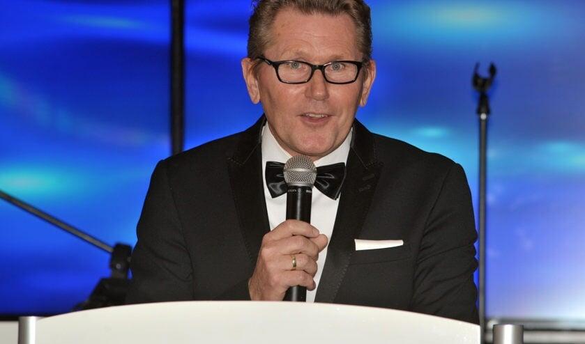 De avond werd op charmante wijze geopend door de wethouder van Sportzaken Gerben van Duin.