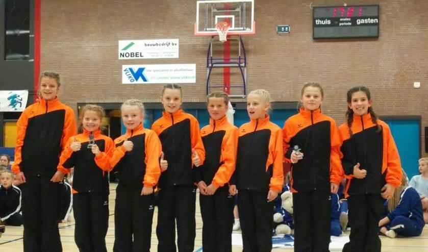 Op de foto: Emma van der Zalm, Eva Bonnet, Robin van Es, Madelief van Mourik, Tess Westerhout, Lenthe vd Heyde, Soomer van der Heyde, Noortje Hoogervorst. | Foto: PR
