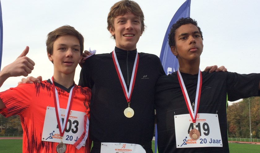 De winnaars van de veldloop voor de Kannerscholen: 1 Rogier van den Burgh, 2 Rik Puyenbroek en 3 Chris Aartman. | Foto Joop Vlieg