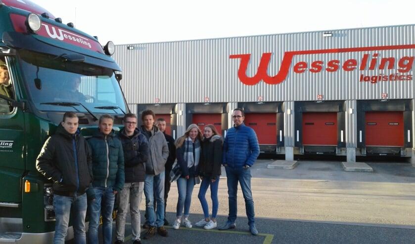 <p>Leerlingen van het Northgo op bezoek bij Wesseling in 2016.   Foto: pr.</p>