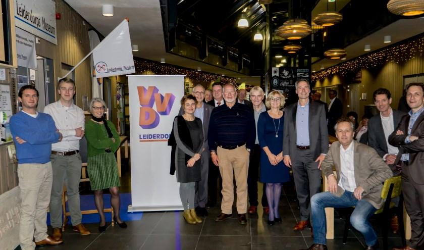 Leiderdorpse VVD-ers bij elkaar tijdens de nieuwjaarsreceptie van de liberalen in De Sterrentuin. | Foto: J.P. Kranenburg