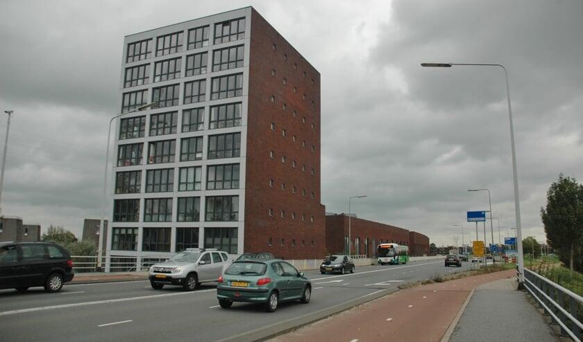 De woningen van de Zijlstroom liggen pal aan de Oude Spoorbaan. | Foto: C. v.d. Laan
