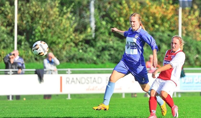 Dominique van Wensveen haalt vernietigend uit en scoort het enige doelpunt.