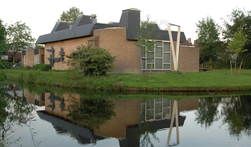 Het voormalige kerkgebouw van de Menswording op de hoek van het Heelblaadjespad en de Gallaslaan.   Archieffoto
