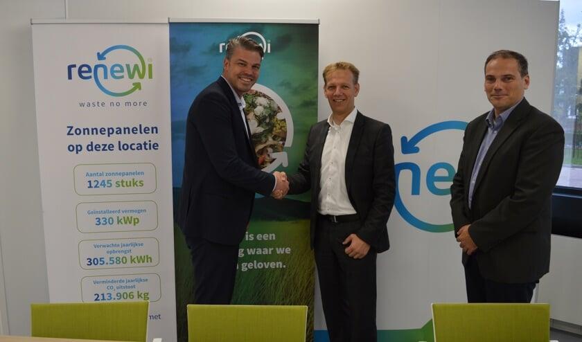 Vlnr: Dany de Zeeuw (Solar Acces), Marc van Buijtene (Renewi), Joost van Gils (Vliko Renewi).