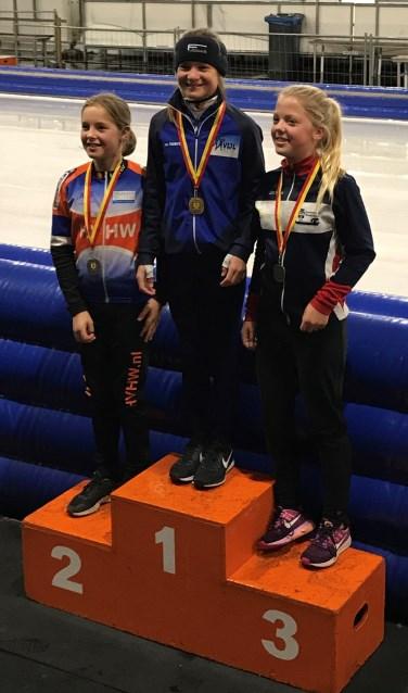 Angel Daleman op het hoogste podium. Zij werd kampioen bij de Pupillen B.