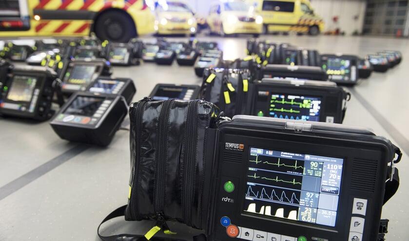 Nieuwe hartmonitoren voor alle ambulances van de RAV Hollands Midden. | Foto:  Edwin Walvisch