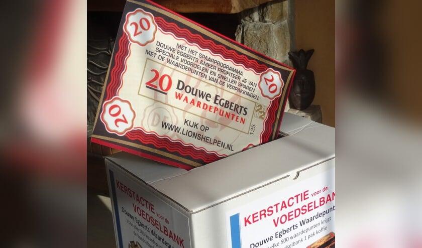 <p>Bij diverse supermarkten kunnen klanten hun Douwe Egberts waardepunten inleveren. De Lions Clubs zorgen ervoor dat ze bij Douwe Egberts terechtkomen en dat de voedselbanken er pakken koffie voor terugkrijgen.</p>