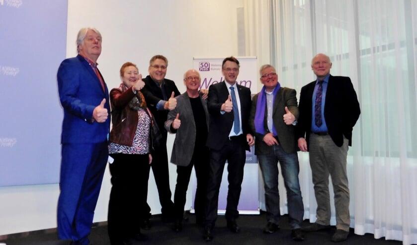 V.l.n.r. 50PLUS kandidaten Gerrit-Jan van Otterloo (nr 5), Corrie van Brenk (nr 3), Henk Krol (nr 1), Rob de Brouwer (nr 10) en Teun Wiersma (nr 11) met Bernard Revet en Willem Bakx (Statenlid 50PLUS in Z-H)